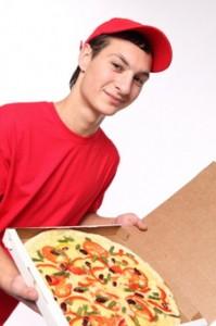http://fr.freepik.com/photos-libre/t-shirt-rouge-uniformes-pizza-delivery-livraison-a-domicile_440105.htm